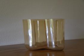 Vasen, handblåst i original.