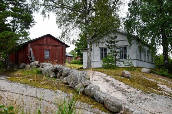 Det vita huset känns mycket mer finskt än de röda husen.